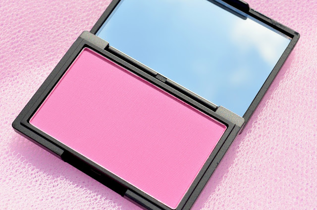 Open blusher compact packaging