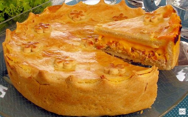 Receita de torta de frango com cheddar, cremosa e fácil (Imagem: Reprodução/Guia da Cozinha)