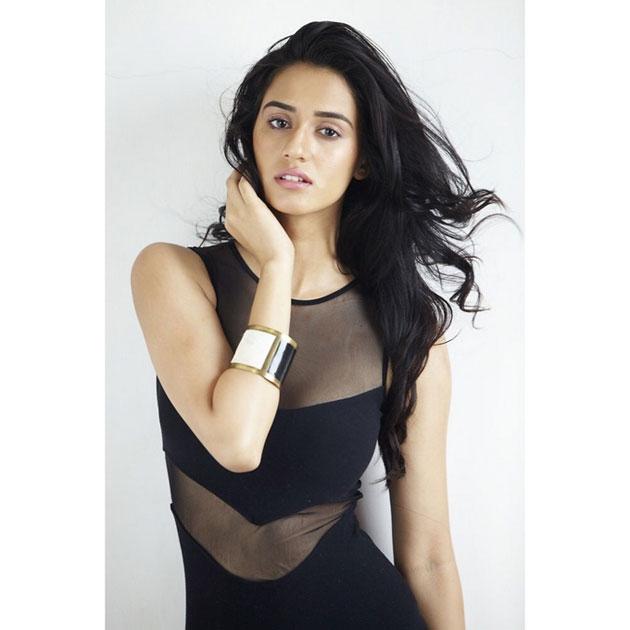 Disha Patani Looks Lovely in Saree