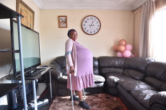 Lady Breaks Guinness World Record as She Gives Birth to 10 babies at once