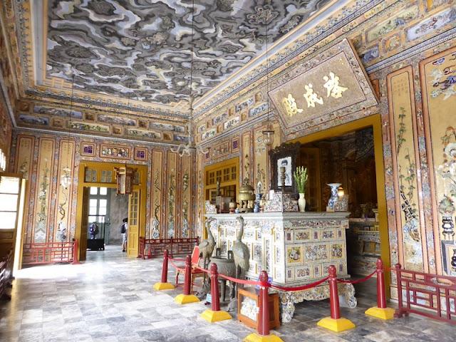 Antesala del Salón de la tumba Khai Dihn