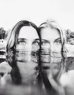 foto de amigas en la piscina tumblr