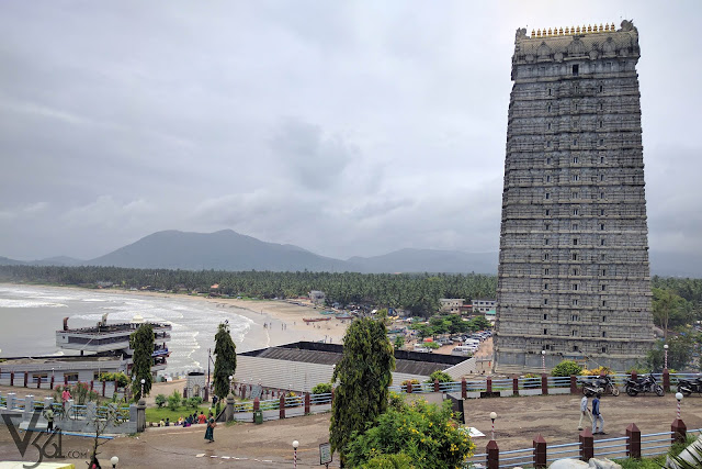 237.5 feet tall Raja Gopura(temple entrance tower) adjoining the picturesque Murudeshwara beach