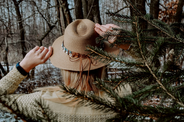 Letni kapelusz w kowbojskim stylu