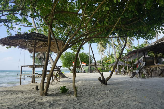 Pasir putih terhampar di Pantai Bobi Karimunjawa