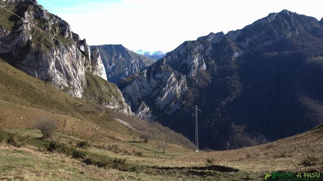 Descenso a Víboli desde el Collau Baxeñu