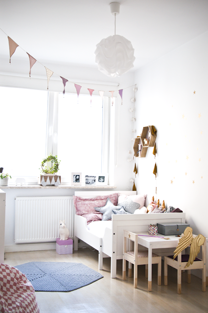 pokój dla dziewczynki dwulatki styl skandynawski