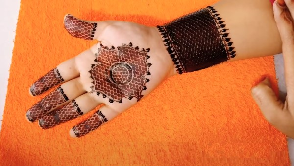 Best Mehndi Designs for front and back hand
