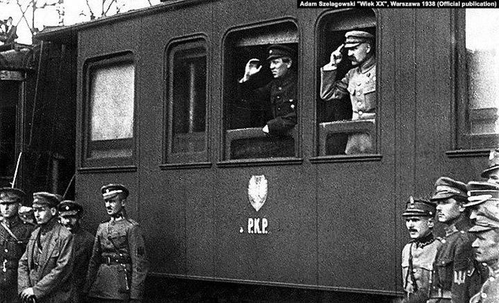 У вагоні потяга Симон Петлюра (ліворуч) і Юзеф Пілсудський. Вінниця, 1920 рік