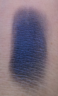 P2 fly me to the moon sparkling eye shadow Swatch