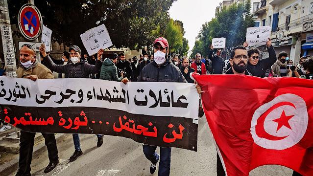 Tunisie : Des manifestants à l'avenue Bourguiba exigent la libération de toutes les personnes arrêtées