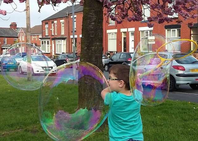 Gazillion Bubbles Giant Bubble Wand - Review