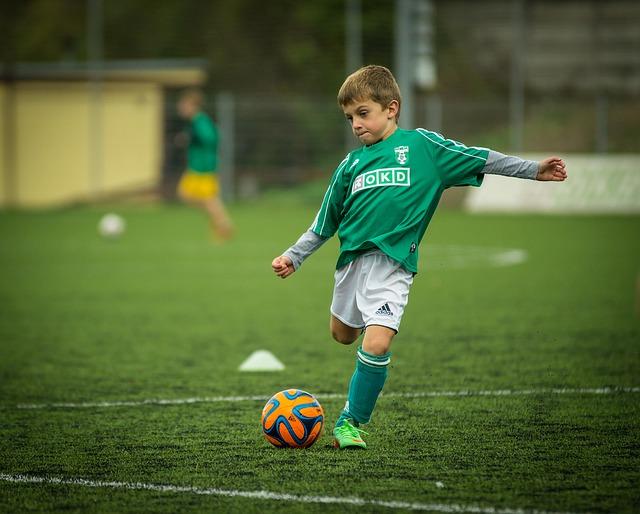 olahraga sepak bola sebagai peninggi badan
