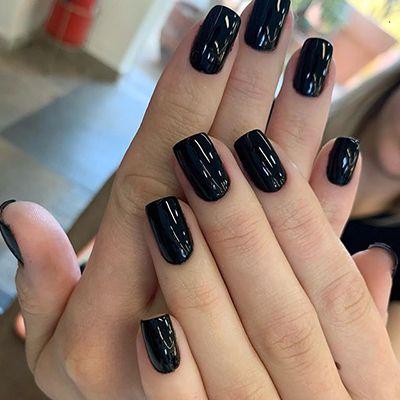 unhas com esmaltes escuros 3
