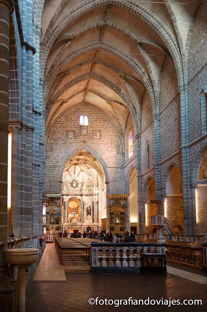 Interior de la iglesia de San Francisco en Evora
