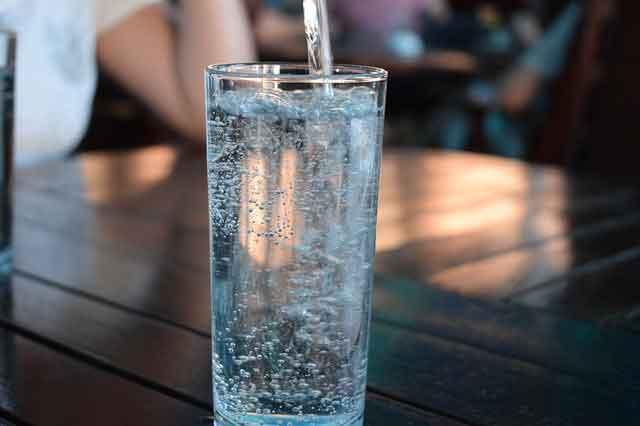 الماء لعلاج حصوات الكلي