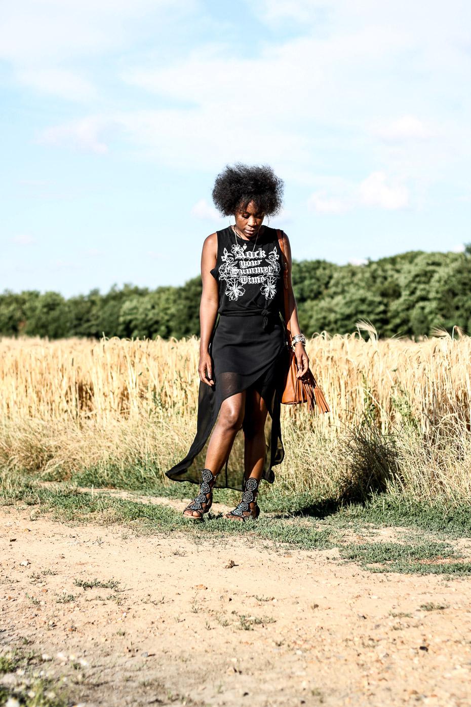 femme-noire-chic-avec-un-afro
