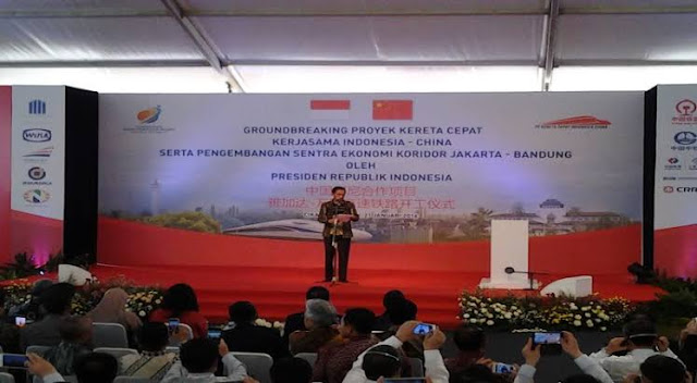 Jokowi Hapus Proyek Pesawat R80 Habibie, Lanjutkan Kereta Cepat Indonesia-China