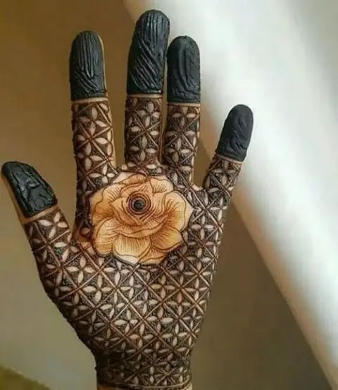 red-rose-with-jaalidar-front-hand-henna