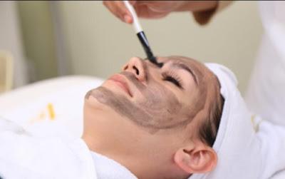 Pentingnya Melakukan Perawatan Kulit di Klinik Dermatologi, ERHA Solusinya!