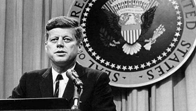 Όταν ο Κένεντι αποκάλυψε τον ρόλο της Παγκόσμιας Διακυβέρνησης και το πλήρωσε με την ζωή του (βίντεο)