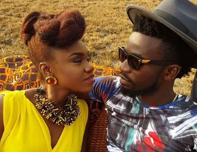 Bisa KDei and Becca captured kissing and smooching in the DARK [Video]