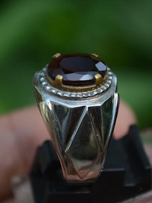 cincin batu garnet