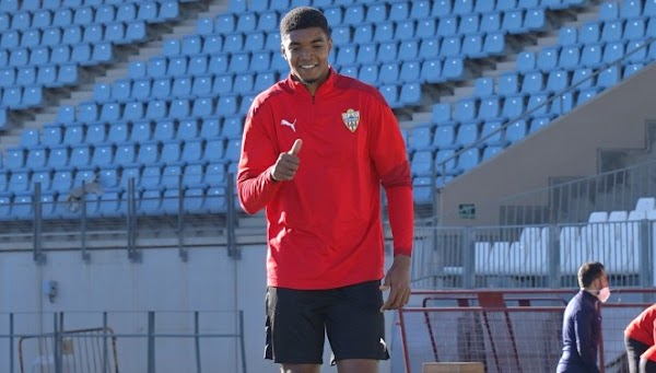 Oficial: Almería, llega cedido Ivanildo