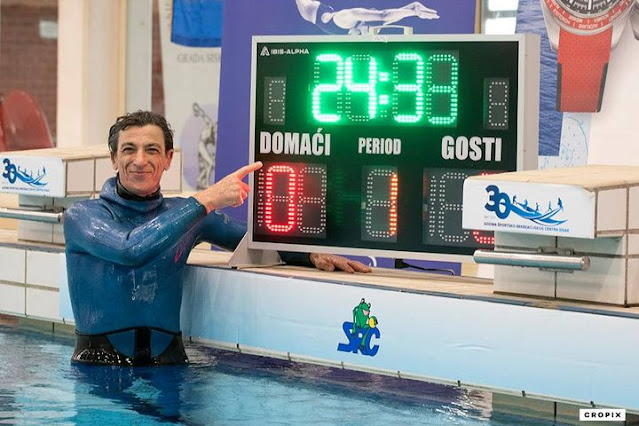 Man breaks world record for holding his breath underwater for 24 miutes (Photos)