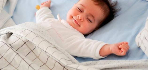 نوم الطفل في الشهر الثاني عشر