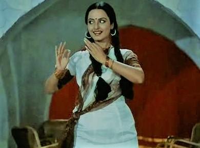 Piya Baawri Piya Baawri-Rekha-Ashok Kumar-Khoobsurat-Thelyricswaale