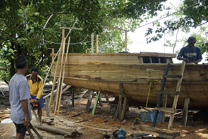 Satu kapal dikerjakan dua orang