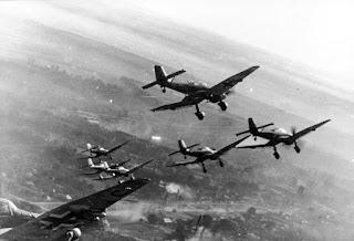 Les groupes de Stukas répandirent la terreur pendant la débâcle