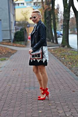 sukienka_koronkowa_czarna_ramoneska_czerwone_szpilki2