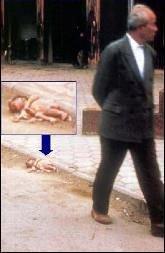 """A macabra cena de bebes abandonados na rua  foi produto típico """"made in China"""".  Hoje o país paga sinistras consequências."""