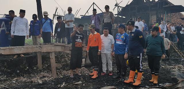 Harnojoyo Serahkan Bantuan kepada Korban Kebakaran di Gandus