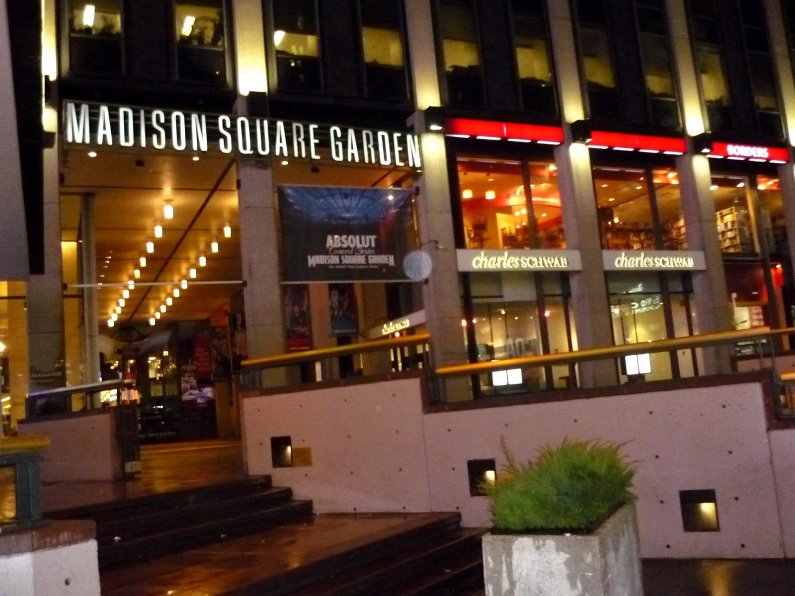 Madison Square Garden: StyleListRoom.......:: Wednesday Night NBA Basketball Game