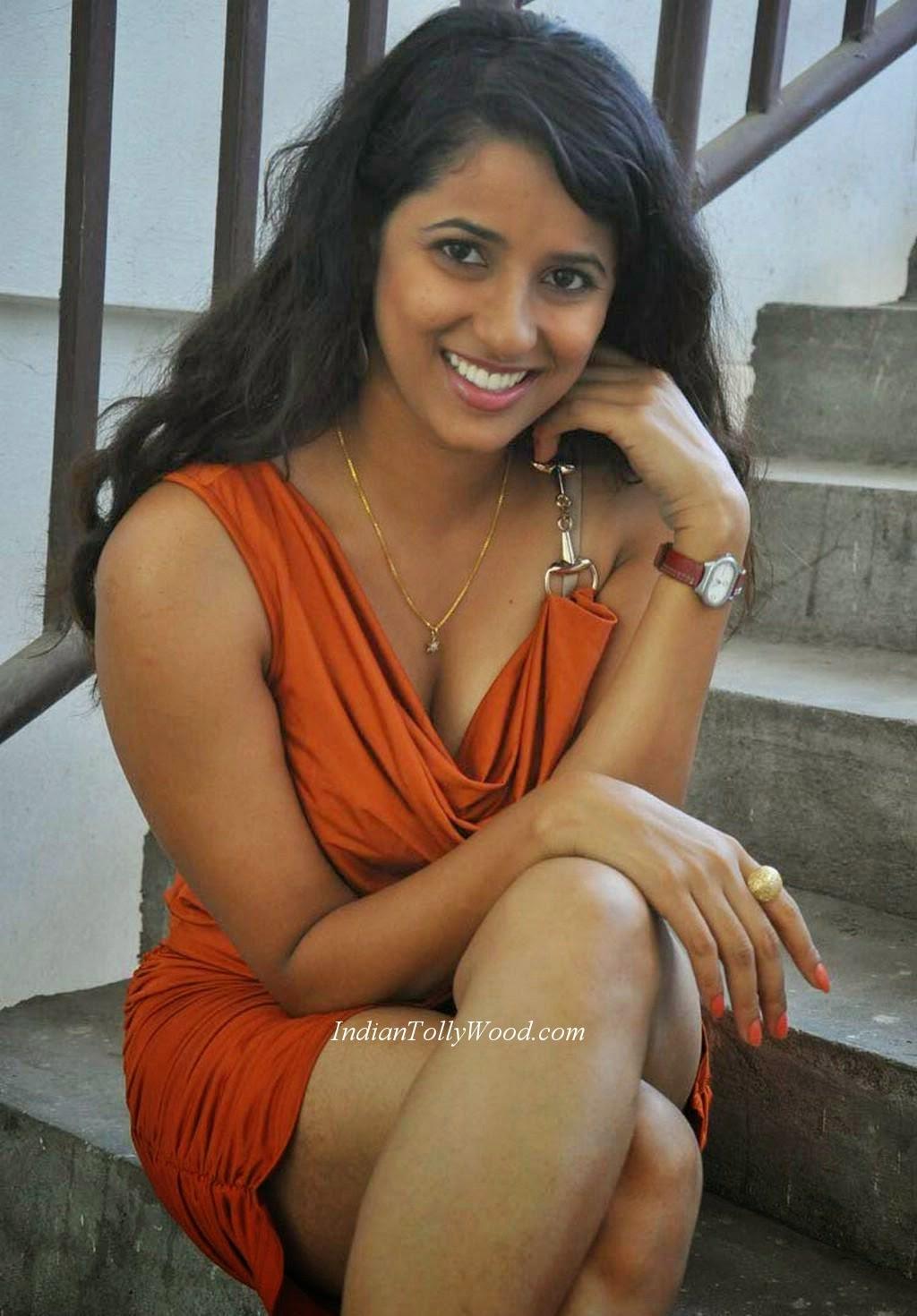 Indian Garam Masala: Sravya Reddy spicy Hot thunder thighs ...