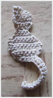 crochet cat bookmark