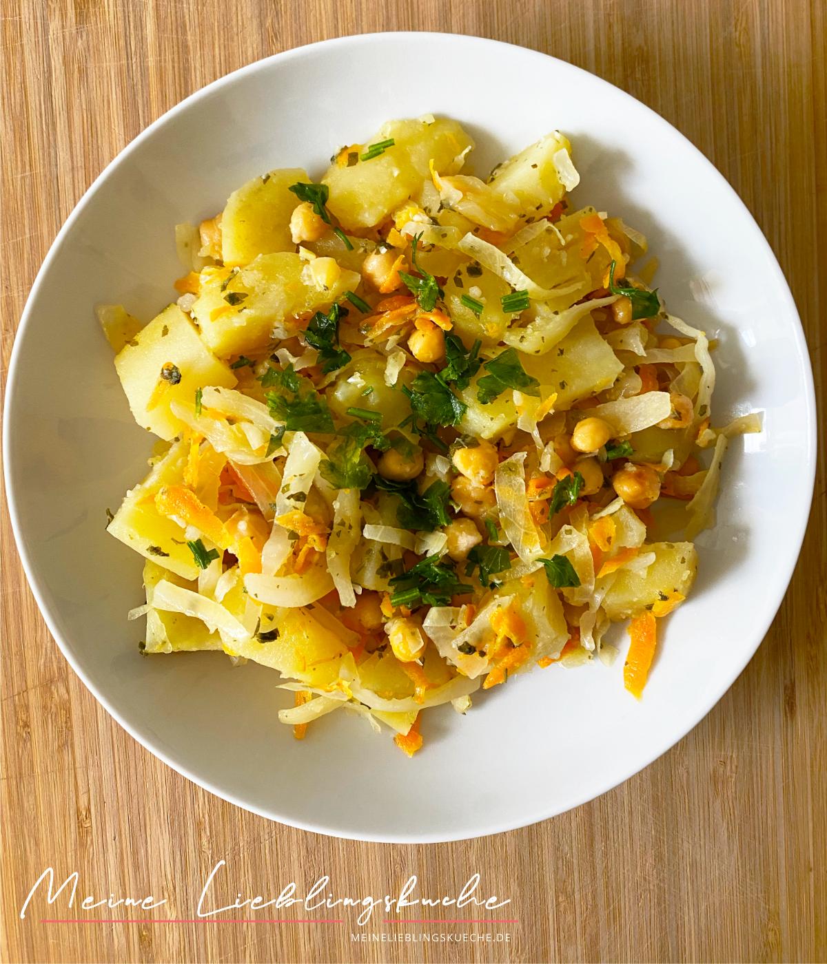 Kartoffelpfanne mit Weißkraut und Kichererbsen vegan
