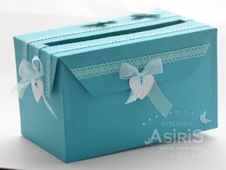 Cutie de bani pentru botez culoare turcoaz, decorata cu dantela asortata