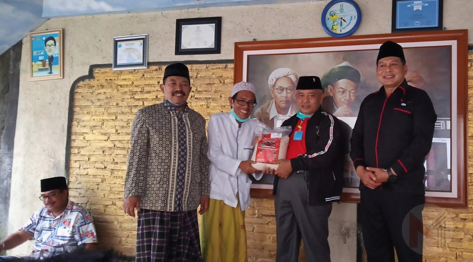 Siapkan Bantuan Beras 45 Ton, DPC PDI Perjuangan Kabupaten Malang Kembali Distribusikan Beras Ke Pesantren