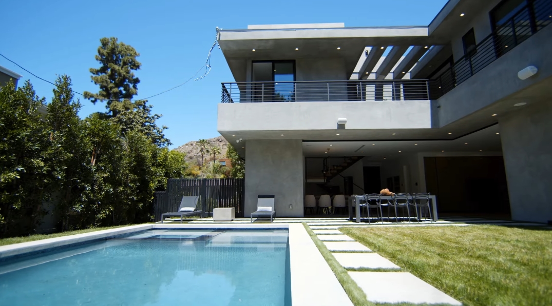 58 Photos vs. Tour 5554 Green Oak Dr, Los Angeles, CA Luxury Home Interior Design