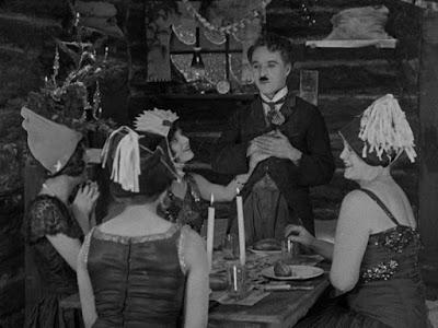 """Кадр из """"Золотой лихорадки"""" (1925) - сон Чарли"""