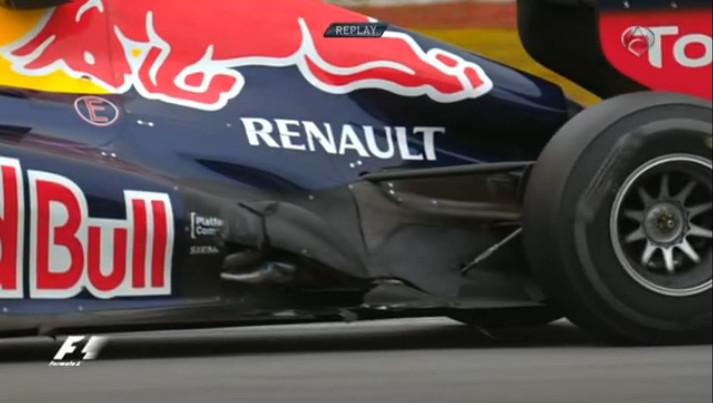 Vettel con el coche roto
