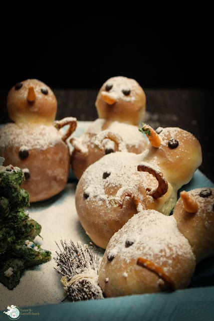 süße Schneemänner aus Hefeteig mit Bratapfelbauch