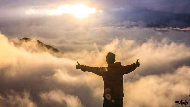 संतुष्ट जीवन कैसे जिएँ