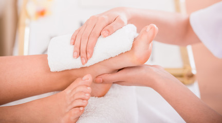 Stop Neglecting Your Feet: Foot Massage, Health Benefits and Step by Step Relieving Foot Massage You Should Try.