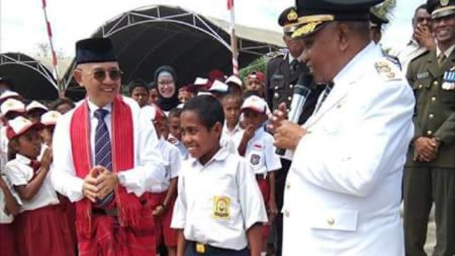 Viral, Siswa SMP Panjat Tiang Bendera Saat Tali Pengait Bermasalah