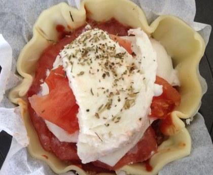 Easy mozzarella tomato pie
